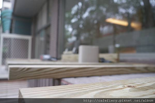 北投奇岩咖啡FIERY-室外吧台南方松施工1