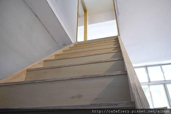 北投奇岩咖啡FIERY-樓梯染色前