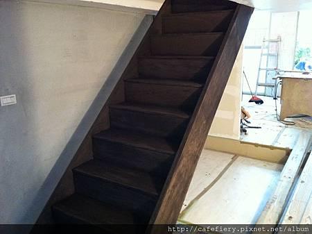 北投奇岩咖啡FIERY-樓梯染色磨平