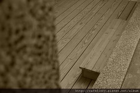 北投奇岩咖啡FIERY-前庭地板南方松施工完工