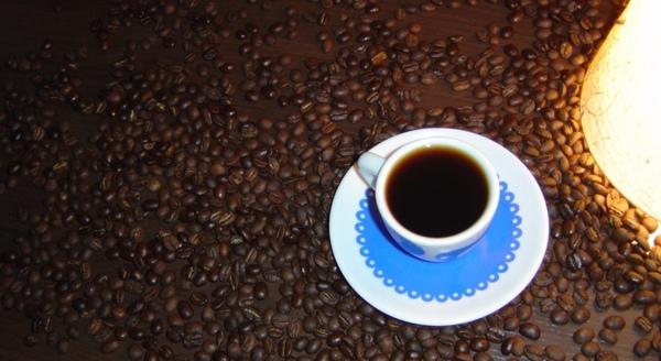 咖啡與燈.jpg