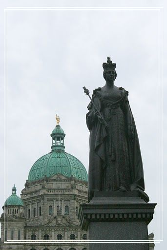 The Parliament Building & Queen Victoria's statue