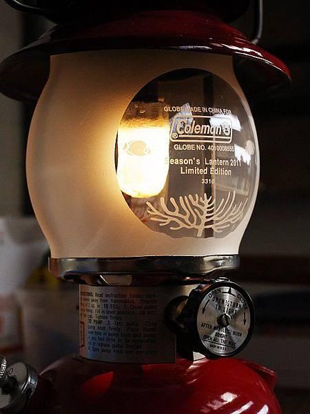 2011年的日本限量海洋的玻璃燈罩 - 冬天點燃它, 不刺眼外, 好柔和的美感.