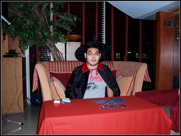 2005年受邀參加新竹老爺大酒店跨年大餐卜運勢活動