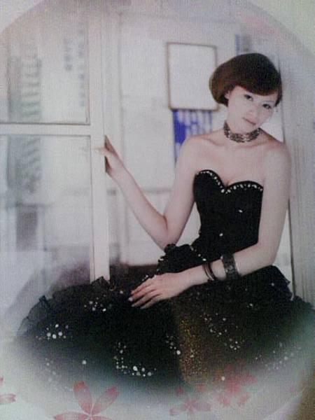 黑色的婚紗也不錯看.jpg