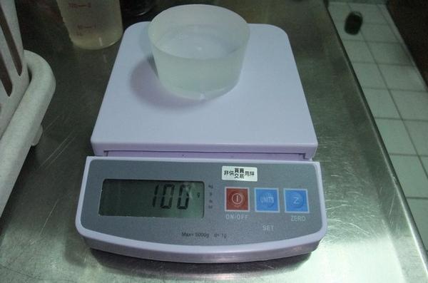 20091011 01量比重容器.JPG