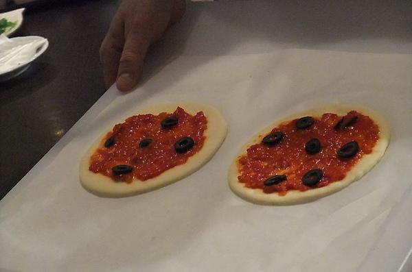 20100324 25老師示範的pizza.JPG