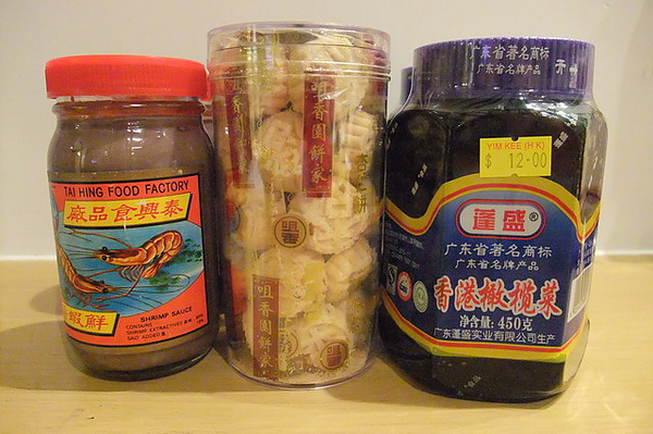 網友送的蝦醬 咀香園跟橄欖菜.JPG