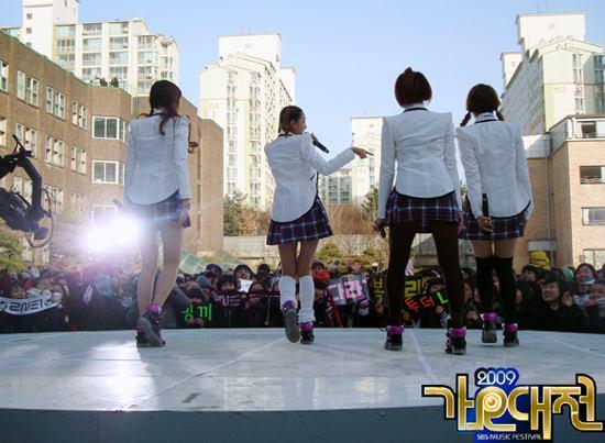 20091224_2ne1schooluniforms_1.jpg