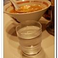 拉麵好鹹!冰開水是必需品.JPG