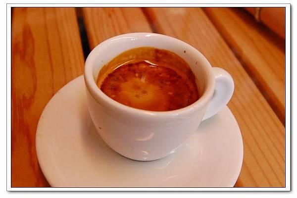 湖畔espresso.jpg