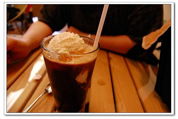 湖畔漂浮冰咖啡.JPG