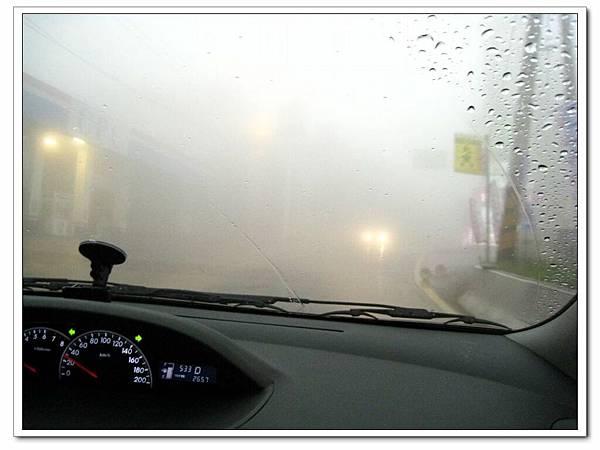 清境。美斯樂傣味店沿途起霧.JPG