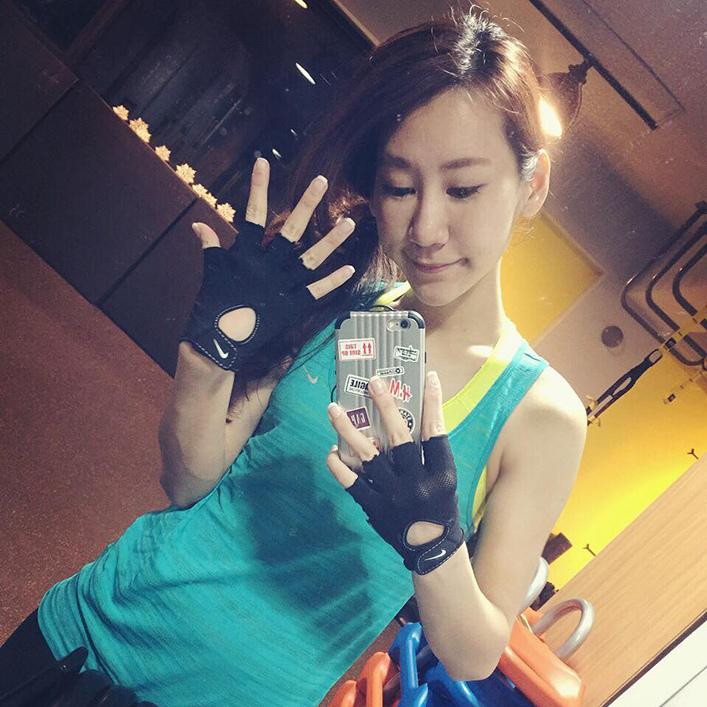 女生NIKE健身手套重訓手套01