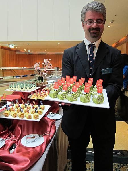 Today's presenter Ivan Sorrentino hopes you enjoy Four Corners cakes!