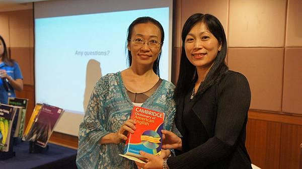 DSC02612 恭喜老師獲獎