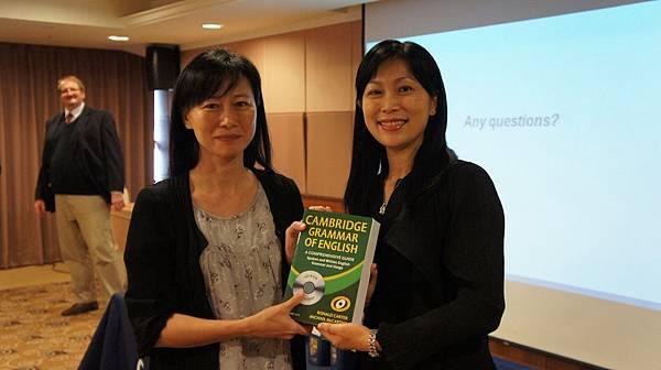 DSC02618 恭喜老師獲獎