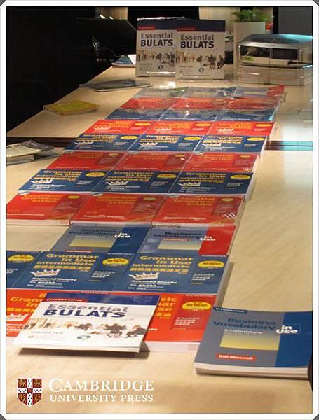 劍橋in Use- 全球最暢銷的英文自修書系~通通在華泰!