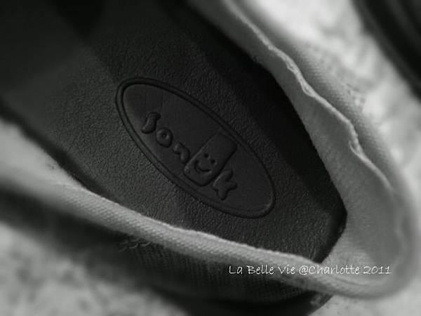 La Belle Vie- 110502Oh my Sanuk shoes 004.jpg