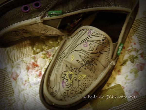 La Belle Vie- 110502Oh my Sanuk shoes 005.jpg
