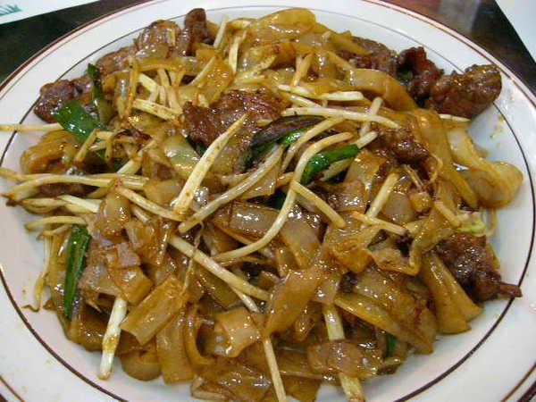 乾炒牛河這是我來香港那麼多次.覺得炒的最好吃的一家.不過一定要加點辣才讚喔.上次吃過之後.一直想還要來吃