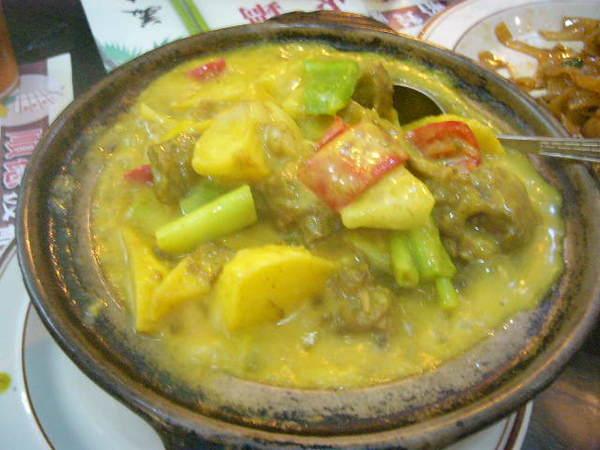 咖哩牛腩-第一次點.想嚐新口味...不錯吃.肉很嫩.又有很多蔬菜.HK38/1缽