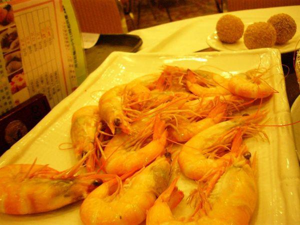 白灼蝦(就是川燙而已).還OK.但是我不愛吃泰國蝦