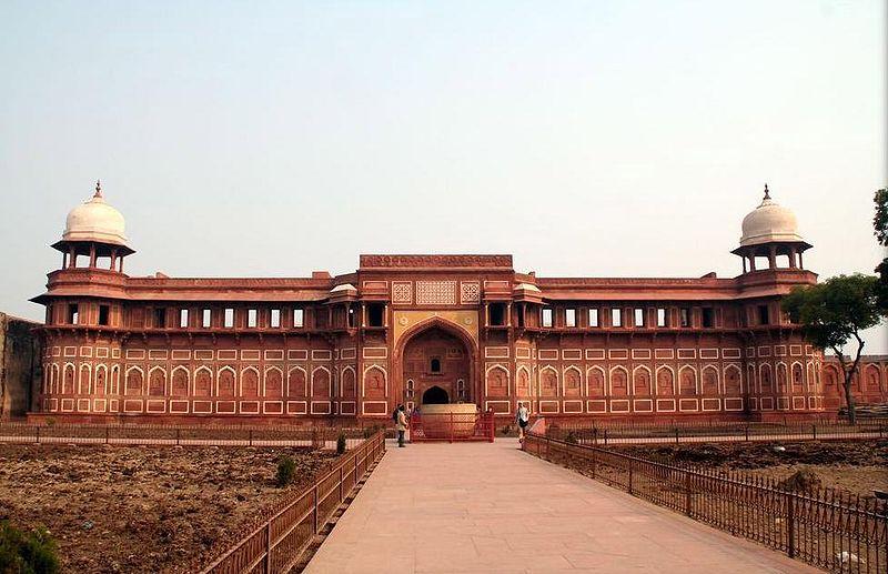 800px-Agra-fort-6-jehangirs-palace.jpg