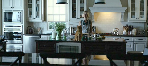 Gone-Girl-movie-Rosamund-Pike-in-the-kitchen-2