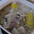 [ 港式煲湯 ] 黃豆海帶蘿蔔雞骨湯