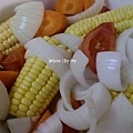 [ 港式煲湯 ] 玉米蔬菜雞骨湯