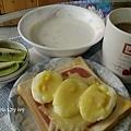 豐盛的早餐~火腿蛋焗烤土司+牛奶麥片+咖啡