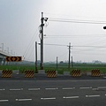 路雖未建,但紅綠燈已經設置完成