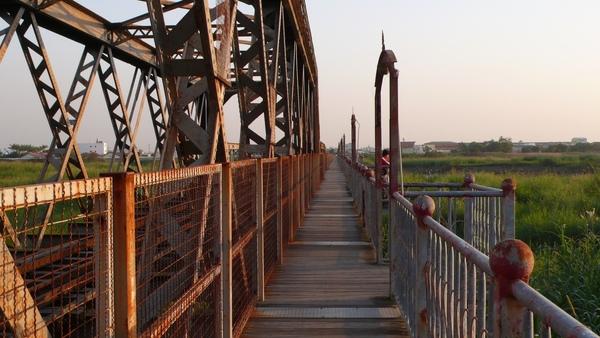 橋上還附設觀賞夕陽的暸望台