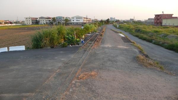 過了虎尾溪之後,台糖鐵路就以這模樣,繼續往嘉義而去。