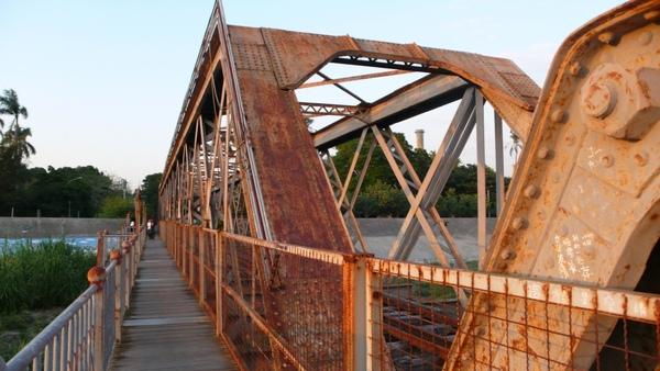 頗似西螺大橋的鋼樑
