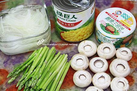 蘆筍蘑菇佐鮪魚沙拉 (1)