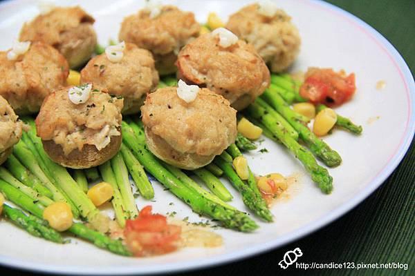 蘆筍蘑菇佐鮪魚沙拉 (9)