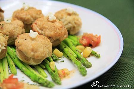 蘆筍蘑菇佐鮪魚沙拉 (10)
