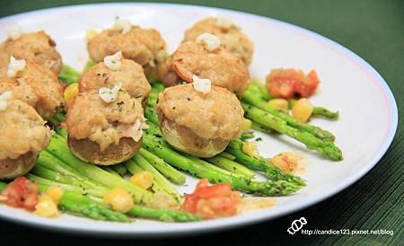 蘆筍蘑菇佐鮪魚沙拉 (11)