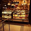 飯店樓下的蛋糕店看起來超美味  ♥