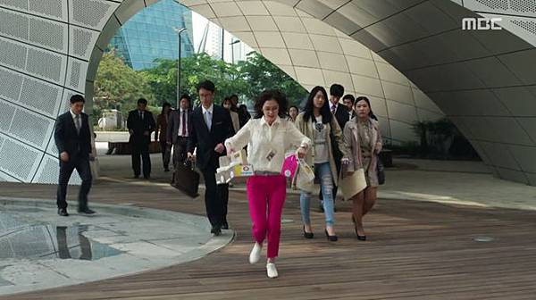 3-Fated-to-Love-You-Episode-1-Review-Korean-Drama-Fashion-Jang-Na-Ra.jpg