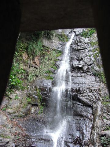 洞裡看瀑布