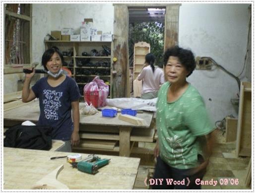楊淑娟老師生性害羞死不肯露臉合照,這張是偷照到的...旁邊還有老師的媽媽~ya!