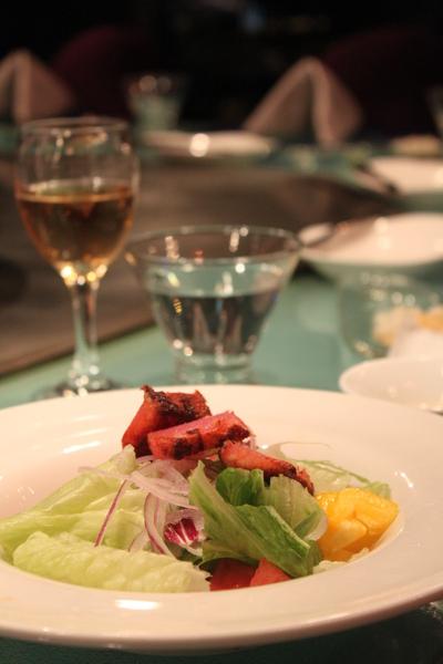地中海陽光沙拉(新鮮爽口的蔬菜搭配香嫩的現煎鮭魚)
