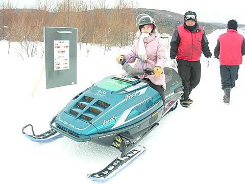 雪上摩托車超難騎的