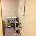 樓下房間1入口&書桌暖氣_compressed.jpg