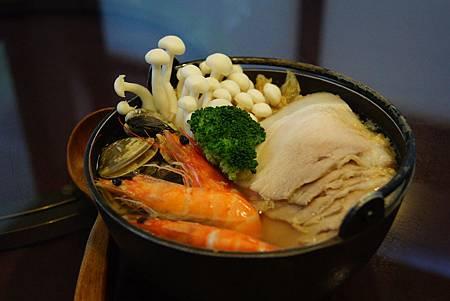 鹽麴酸菜白肉鍋 (2)