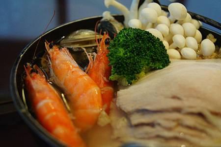 鹽麴酸菜白肉鍋 (4)