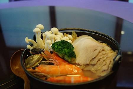 鹽麴酸菜白肉鍋 (6)